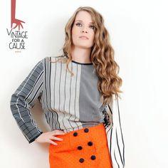 A saia laranja doada pela Magui, em tempos fez as delicias dos passeios da sua mão em jovem. Hoje, está totalmente reinventada e a fazer feliz outra mulher cheia de estilo!