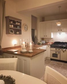 90 Stunning White Kitchen Cabinet Design Ideas – Kitchens WOW – Kitchen Ideas For 2019 Cosy Kitchen, Kitchen Dining, Kitchen Decor, Kitchen Ideas, 1970s Kitchen, Kitchen Upgrades, Kitchen Themes, Kitchen Renovations, Wooden Kitchen