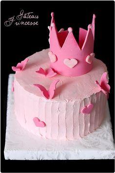 J'étais très contente à l'idée de réaliser le gâteau d'anniversaire de ma (seconde) petite nièce qui allait avoir 1 an. Depuis quelques temps, je rêve de f