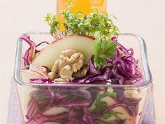 Rotkohl-Apfel-Salat mit Walnüssen - smarter - Zeit: 10 Min. | eatsmarter.de