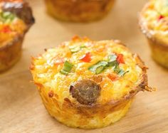 How to Make Quffins - Crust-Less Mini Quiches Baked in Muffin Tins Breakfast On The Go, Breakfast Muffins, Healthy Breakfast Recipes, Healthy Foods To Eat, Breakfast Ideas, Paleo Egg Muffins, Healthy Breakfasts, Breakfast Dishes, Brunch Recipes