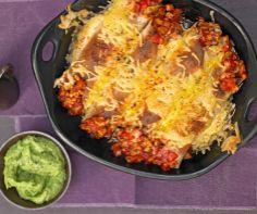 Mexikanische Geflügel - Burritos mit Hähchenfleisch, Paprika, Käse und Avocado