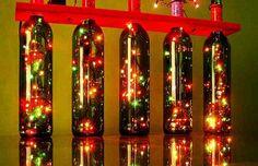 Las luces de Navidad utilizando botellas de vino recicladas