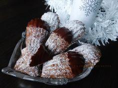 Starý tradičný recept na krehké vianočné koláčiky, kto by ich nepoznal. Existuje množstvo receptov a tento je môj osvedčený, tak možno ...