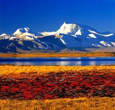 Der Namco ist der größte See in Tibet, der höchstgelegene See der Welt und besitzt am Ufer ein kleines Kloster.