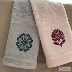 The Best Examples of Traditional Cross-Stitch Towel Models, Cross Stitch Designs, Cross Stitch Patterns, Hand Towels Bathroom, Mickey Birthday, Weaving Projects, Home Textile, Needlepoint, Geek Stuff, Textiles