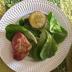 Almoço rápido não muito colorido mas é o que há... Boa tarde #paleo #lowcarb #ComidadeVerdade