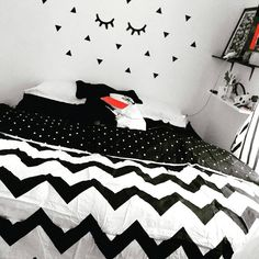 Beautiful Girls Bedroom Ideas for Small Rooms (Teenage Bedroom Ideas), Teenage and Girls Bedroom Ideas for Small Rooms, Pink Colors, Girls Room Paint Ideas with Beds Wall Art Diy Wall Decor For Bedroom, Small Room Decor, Teen Room Decor, Small Room Bedroom, Trendy Bedroom, Bedroom Wall, Girls Bedroom, Home Decor, Small Rooms