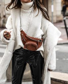 Street Style + Fall Fashion For Women + Fur Coat with Chunky Sweater + Belt Bag - Outfit Fashion Fashion Blogger Style, Fashion Mode, Look Fashion, Fashion Outfits, Womens Fashion, Fashion Trends, Fall Fashion, Grey Fashion, Fashion Bloggers