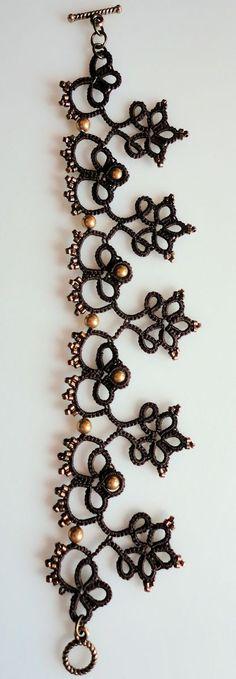 Yarnplayer's Tatting Blog: Vintage edging inspired bracelet