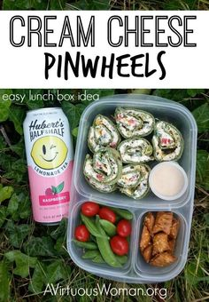 Cheese Pinwheels These Cream Cheese Pinwheels are perfect for the lunch box, an appetizer for game day, or a picnic!These Cream Cheese Pinwheels are perfect for the lunch box, an appetizer for game day, or a picnic! Lunch Box Bento, Easy Lunch Boxes, Lunch Snacks, Lunch Recipes, Appetizer Recipes, Healthy Snacks, Healthy Recipes, Lunch Ideas, Appetizers