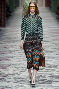 See all the Collection photos from Gucci Spring/Summer 2016 Ready-To-Wear now on British Vogue Gucci Fashion, Runway Fashion, High Fashion, Fashion Show, Fashion Looks, Style Couture, Couture Fashion, Mode Cool, Gucci Spring