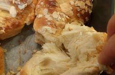 Ακόμα κι έπειτα από ημέρες παραμένουν το ίδιο φρέσκα!! Δοκιμάστε τα και θα με θυμηθείτε !!! Υλικά Μετράμε την δοσολογία με το κουτί από το ζαχαρούχο γάλα — 1 κουτί ζαχαρούχο , 3 κουτιά ζάχαρη, 2 κουτιά Bread, Chicken, Food, Kitchens, Fine Dining, Essen, Breads, Baking, Buns
