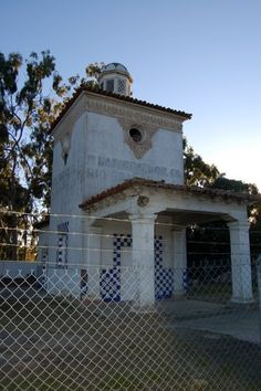 Roadside Attraction - Tourist Attractions - Santa Barbara Edhat  old gas station