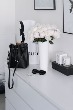 Black Gold Bedroom Fashionable stylish corner with byredo, diptyque and peonies Black Gold Bedroom, Black White Bedrooms, Monochrome Bedroom, Decoration Christmas, Decoration Table, Decorations, Aesthetic Room Decor, White Chic, White Aesthetic