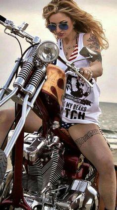 Hot bikergirl on a Harley Davidson. Lady Biker, Biker Girl, Moteurs Harley Davidson, Motos Vespa, Chicks On Bikes, Motorbike Girl, Motorcycle Gear, Girl Bike, Hot Bikes