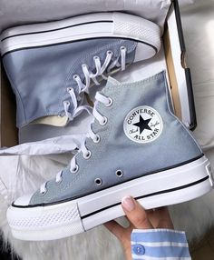 Dr Shoes, Swag Shoes, Hype Shoes, Me Too Shoes, Cute Sneakers, Shoes Sneakers, Mode Converse, Converse Shoes Outfit, Converse Shoes High Top
