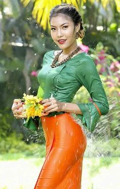 Myanmar Traditional Dress, Thai Traditional Dress, Oriental Fashion, Asian Fashion, Sexy Asian Girls, Beautiful Asian Girls, Burmese Girls, Myanmar Women, Asian Model Girl