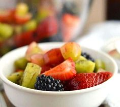 Are you looking for a healthy after school snack? Try this Easy Gluten-Free Fruit Salad recipe. The fruit is tied together with a paleo simple syrup (recipe included). In conclusion this recipe has just six ingredients and is absolutely amazing. Whole30 Breakfast Sausage, Broiled Grapefruit, Gourmet Recipes, Healthy Recipes, Snacks Recipes, Healthy Eats, Free Recipes, Free Fruit, After School Snacks