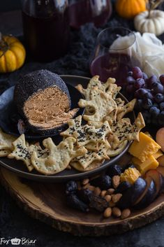 Roasted Garlic Cheese Ball for Halloween Roasted Garlic Cheese Ball for Halloween Sheena Smith pumpkinslover Halloween This spooky Roasted Garlic Cheese Ball is perfect for your Halloween party! Halloween Appetizers For Adults, Halloween Snacks For Kids, Healthy Halloween, Halloween Dinner, Appetizers For Party, Halloween Drinks, Halloween Recipe, Halloween Parties, Appetizer Recipes