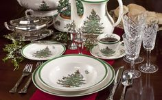 Christmas Tree Spode, A Holiday Tradition - The Glam Pad Christmas Dinner Set, Christmas China, Spode Christmas Tree, Christmas Tree Design, Handmade Christmas Decorations, Christmas Dishes, Christmas Tablescapes, Christmas Home, Christmas Holidays