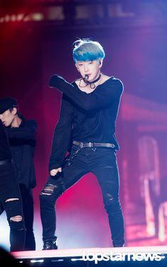 Bleu, bleu, il a les cheveux BLEU ...