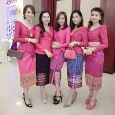 Rok bagus Kebaya Lace, Batik Kebaya, Batik Dress, Lace Dress, Cute Dresses, Beautiful Dresses, Modern Kebaya, Kebaya Wedding, Batik Fashion