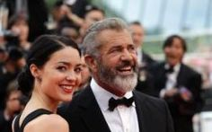 Mel Gibson and girlfriend Rosalind Ross. She is expecting the actor's ninth child. (The Associated Press)Mel Gibson is preparing to be a dad for the ninth time.