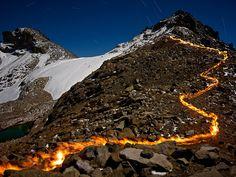 Une montagne en flammes