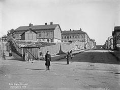 Oikealla Porthaninkatu, vasemmalla silloinen Hämeenkatu, nykyinen Siltasaarenkatu.