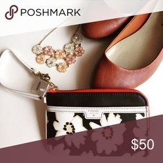 Fossil Ivy Natural Floral Wristlet! NWT! This Fossil wristlet is the perfect accessory for any season! It has a black and white floral pattern and the zipper has a coral trim. It is about 7 inches long and 5 inches wide. It holds an iPhone 6 as pictured above! It has one zip closure compartment that zips all the way down and has four card slots inside! NWT and it is a rare item see you definitely don't want to miss out ‼️ Fossil Bags Clutches & Wristlets