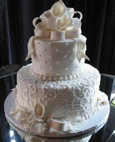 What a lovely wedding cake #weeding #cake