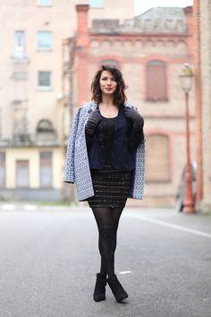 Look manteau printemps été, jupe sequins, boots, veste blazer bleu marine Circus & Co