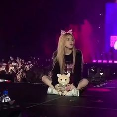 Rosé from blackpink Wow Video, Blackpink Video, Rose Icon, Rose Queen, Rose Park, Blackpink Photos, Park Chaeyoung, Black Girl Fashion, Cute Gif