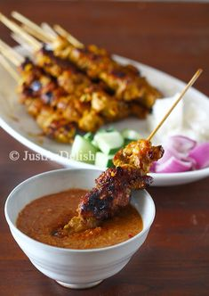 Satay Kajang - The grilled marinated skewered meat which is the epitome of Malaysian Street Food. served with spicy peanut sauce Malaysian Food, Malaysian Recipes, Malaysian Chicken Satay Recipe, Malaysian Cuisine, Spicy Peanut Sauce, Macaron, Rind, Indonesian Food, Asian Recipes