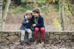 Sesión de fotos familiar y navideña en otoño en exterior en el bosque en barcelona,  exterior, otoño, tardor,  274km, fotografia, hospitalet, barcelona, bosque