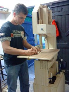 DIY Homemade Woodworking Tools There are plenty of useful tips regarding your woodworking projects at http://www.woodesigner.net