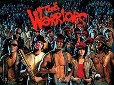 Bronx, durante un raduno di tutte le bande di New York, il capo della più importante gang vieneassassinato dal fanatico capo dei Rogues, che fa ricaderela colpa sui Warriors, banda poco nota di Coney Island. Comincia la caccia. Senza il loro capo, ucciso per ritorsione, gli otto Warriors disarmati devono ...