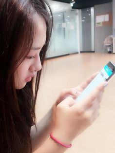 KRIESHA TIU (@KrieshaChu_) | Twitter Kriesha Tiu, Girl Side Profile, Lynx, Fitbit Flex, Kpop, Asian, Twitter, Asian Cat, Jungle Cat