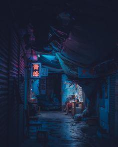 Moody and cyberpunk street photos by Sean Foley, a talented self-taught photographer, retoucher, and urban explorer from Hong Kong. Cyberpunk Aesthetic, Cyberpunk City, Arte Cyberpunk, Neon Aesthetic, Neon Noir, New Retro Wave, Las Vegas Hotels, Environment Concept Art, Street Photographers