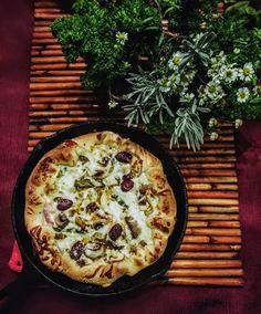 Onion, Kalamata Olives, Anchovy Pesto Pizza