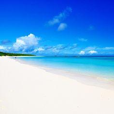2016年はあの海へ!この夏行きたい全国の絶景ビーチランキングTOP20 | RETRIP[リトリップ] Japanese Nature, Cool Backgrounds, Sea And Ocean, Okinawa, Beautiful Beaches, Seaside, Travel Inspiration, Island, Landscape