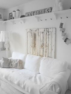 Living room white couch