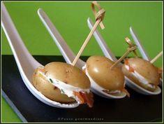 Bouchées de pommes de terre à la scandinave Potato Appetizers, Christmas Eve Dinner, Food Plating, Caramel Apples, Buffet, Food Inspiration, Love Food, Entrees, Tapas
