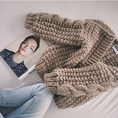 When choosing your favourite colour is the most difficult part🌟 Cute Fall Outfits, Chic Outfits, Crochet Baby, Knit Crochet, Chunky Knitwear, Knit Fashion, Loom Knitting, Knitting Designs, Cute Shirts