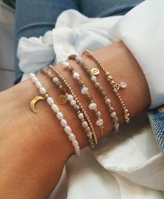 Handmade Jewelry Bracelets, Bracelet Crafts, Bijoux Diy, Cute Jewelry, Jewelry Crafts, Cute Bracelets, Beaded Bracelets, Colorful Bracelets, Stretch Bracelets