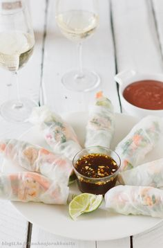 Vietnamise summer rolls Easy Summer Meals, Summer Food, Summer Desserts, Summer Recipes, Cute Food, Good Food, Vietnamese Summer Rolls, Whats For Lunch, Edible Food