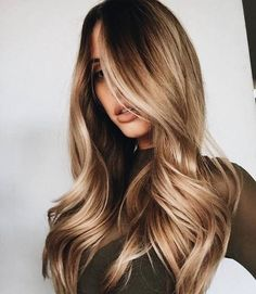 Brunette balayages with caramel / golden highlights have stolen my heart! Look how gorgeous this haircut and style is