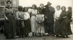 Zigeuners : Zigeunervrouwen die in een Zigeunerkamp bij Amsterdam wonen. Nederland, 1912.