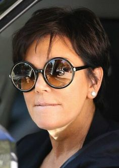 Kardashianpedia : Kris Jenner rocking her round Tom Ford sunglasses!